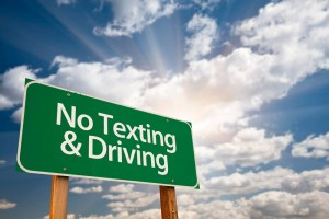 Road sign: no texting & driving