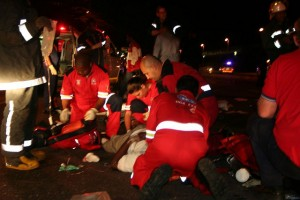 Accident at night, helpers rescue the victims.